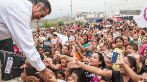 Jaime Heliodoro Rodriguez Calderon, also known as El Bronco, a candidate for governor for the state of Nuevo Leon, greets crowd members during a rally in the La Alianza Real neighborhood of Escobedo, Mexico, May 21, 2015. Calderon is the first independent candidate to run for the seat in Nuevo Leon, a state that runs along the Texas border that is a major industrial hub and also a battlefield among drug gangs. (RODRIGO CRUZ/The New York Times/Redux)